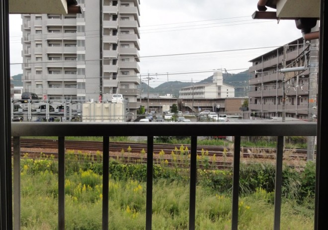 窓からJR線路