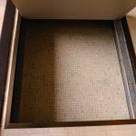 足元には小さいながらも床下収納がある。何気に便利だ。